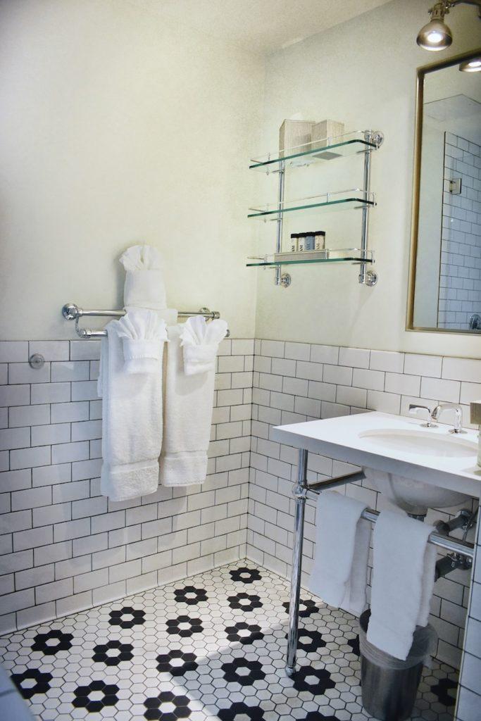 Hollywood Hotel Bathroom